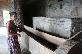 Hier wurden früher Trauben gestampft, um Wein zu machen